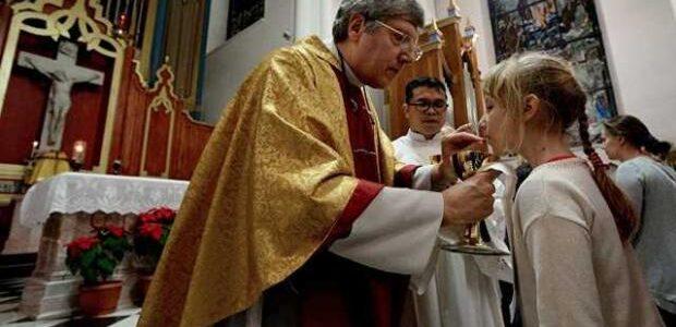 Чому католики відзначають Великдень на місяць раніше: Роз'яснення ПЦУ