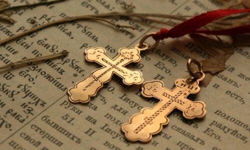 Чи можна для хрещення дитини купувати золотий хрестик