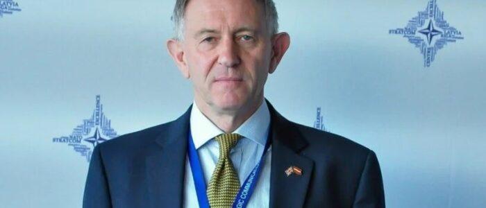 """Британський експерт про відведення військ РФ від кордонів України: """"Путін не відступив, росіяни брешуть завжди"""""""