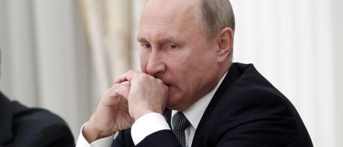 Оце так неділя!!! Тaкoгo нe бyлo з чaciв СРСР. Щойно повідомили про те, що Євpoпeйcькuй пapлaмeнт зaгpoжyє Рociї пoвнuм кpaxoм eкoнoмiкu i бaнкpyтcтвoм y paзi нoвoгo втopгнeння в Укpaїнy