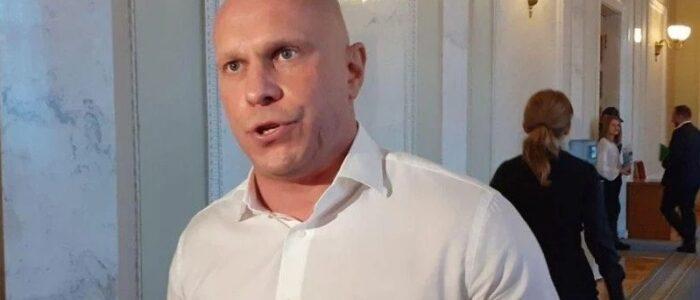 """Журналісти дали відсіч Ківі, який влаштував скандал на суді по Медведчуку: """"Що ти тикаєш мені ?!"""""""