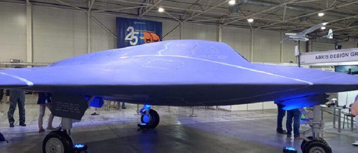 У Києві презентували надшвидкий б0й0вий дрон «невидимку», аналогів яких немає у світі! (ФОТО)