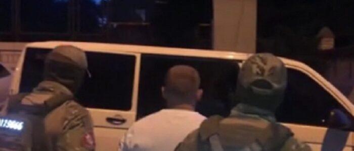 В Україні спіймали озброєну банду, яка грабувала чиновників та суддів. Їх лідером був… ВІДЕО
