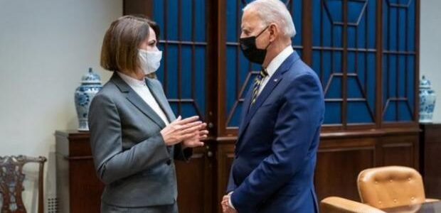 Для Зеленського наразі часу немає: Байден зустрівся з Тіхановською в Білому домі. Президент США заявив, що для нього це честь