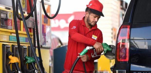 Люди кажуть про обман, але не все так однозначно: Українцям на АЗС заливають бензину більше, ніж вміщує бак